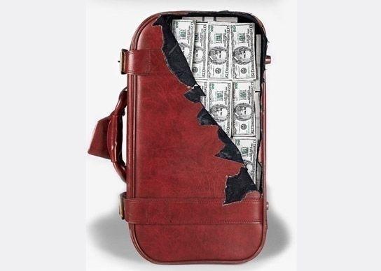 Если вы часто путешествуете, наклейте такую наклейку на чемодан, и вам точно не будет скучно в аэропорту.