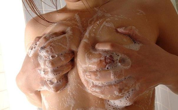 фото девушек в ванне грудь
