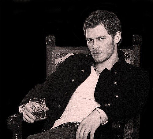 Niklaus Mikaelson updated his profile picture: