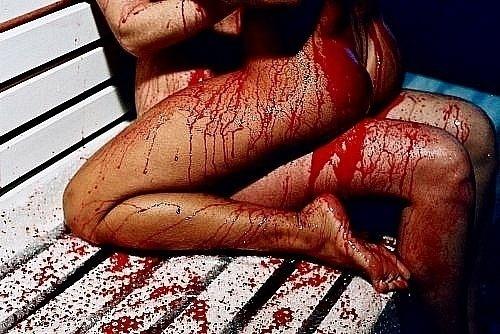У девушки кровь при сексе