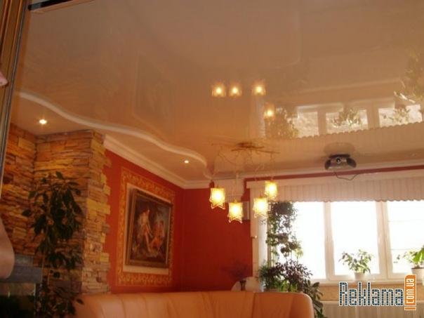 Натяжной потолок устанавливается обычно на последней стадии ремонта.