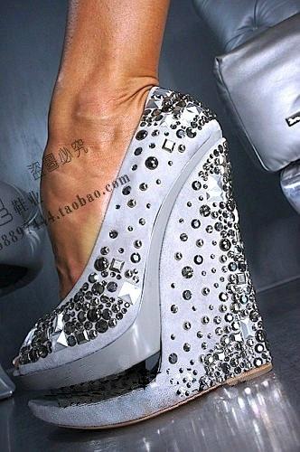 Туфли на платформе белые