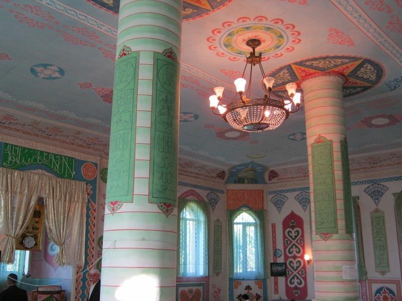 В мечети в Чикола (Северная Осетия)