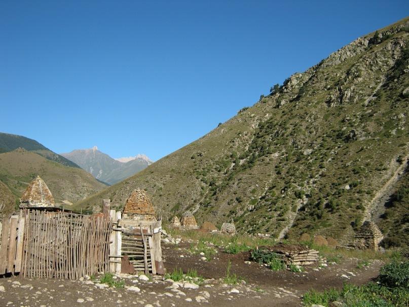 Городок мёртвых в селе Фансал (Северная Осетия)