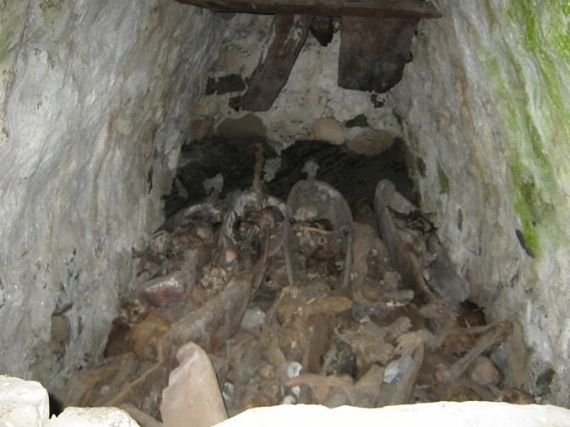 Около Фиагдона в одном из склепов