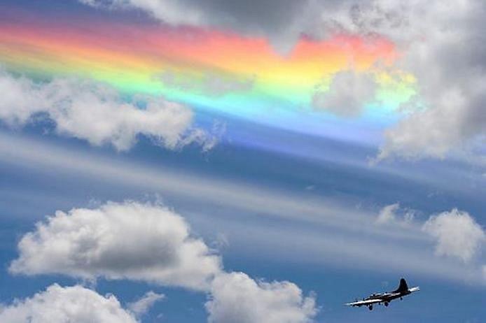 Источником света, может быть не только Солнце, но и Луна . Иризацию можно увидеть на конденсационных следах самолетов , а еще — на верхней части кучево-дождевых облаков (на так называемой вуали или наковальне) ипредвещают о скором ухудшении погоды. Радужные облака