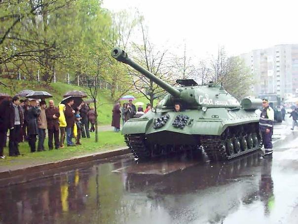 """Тяжелый танк """"Иосиф Сталин"""" (ИС-3). . Tank IS-3. . Tank history. . Снимок - 9 мая 2005 года. . Фото. . Картинка. . Обои для комп"""