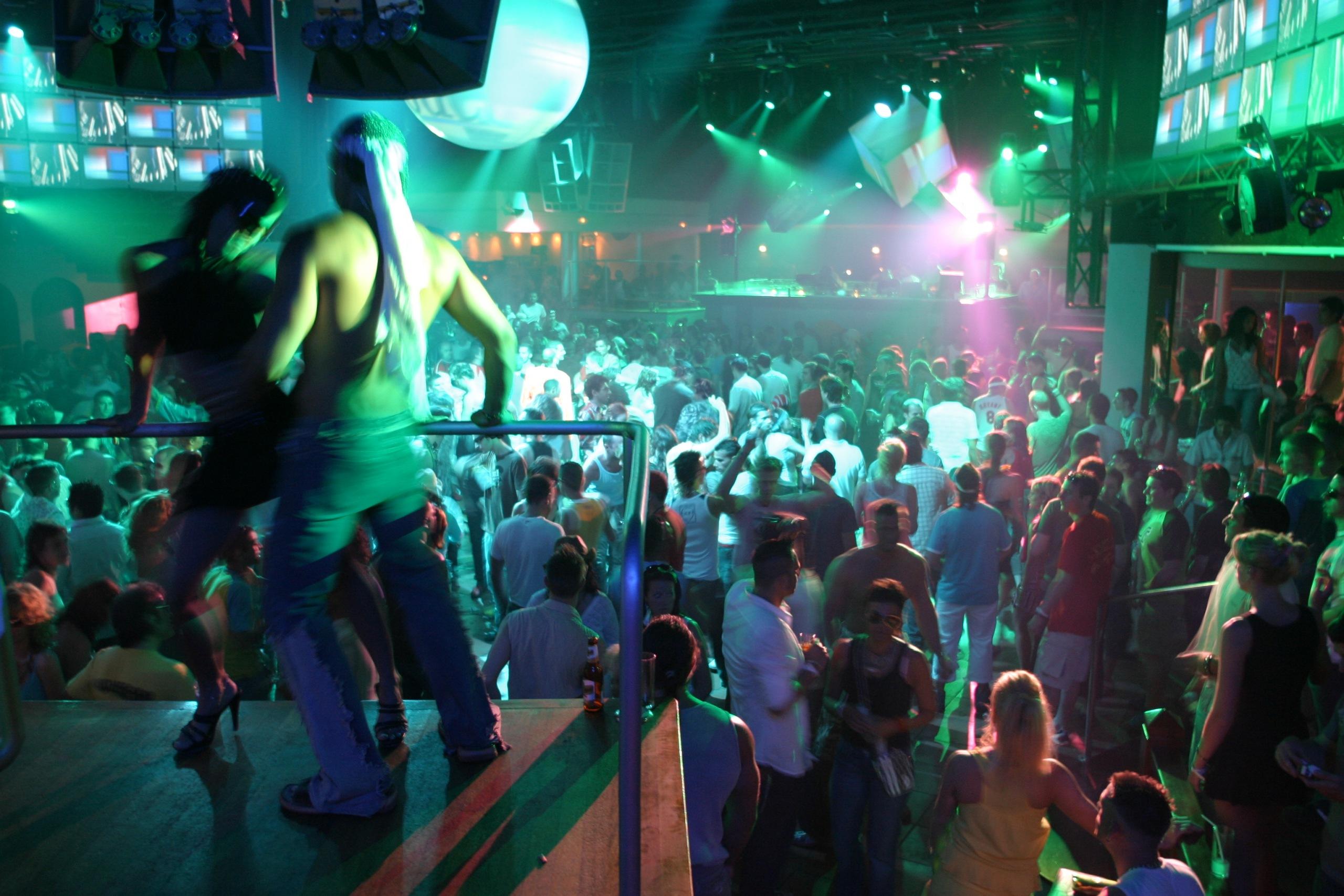 Смотреть развлечения в ночном клубе 8 фотография