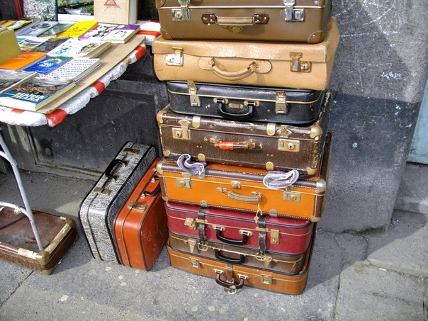 В избранное.  Ищу старый чемодан годов 60-70, не очень большой.