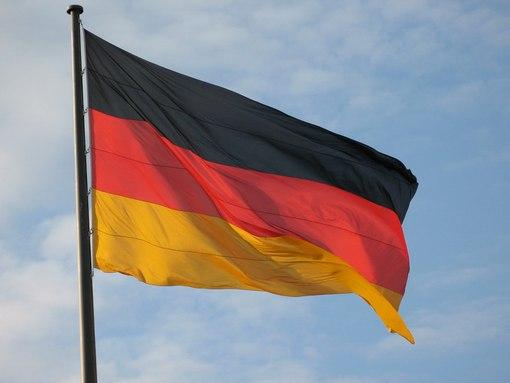 чей флаг красно желтый