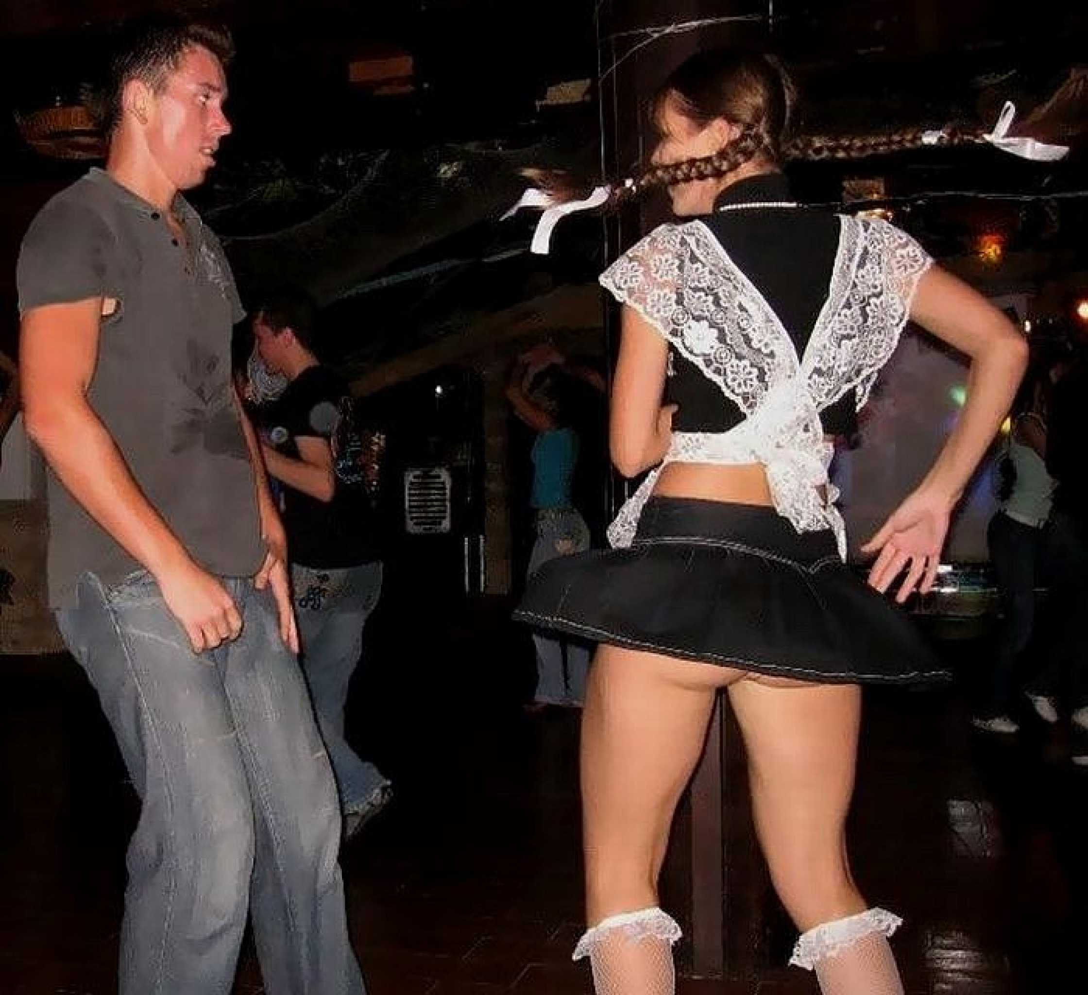 Танцы в юбке без трусов 7 фотография