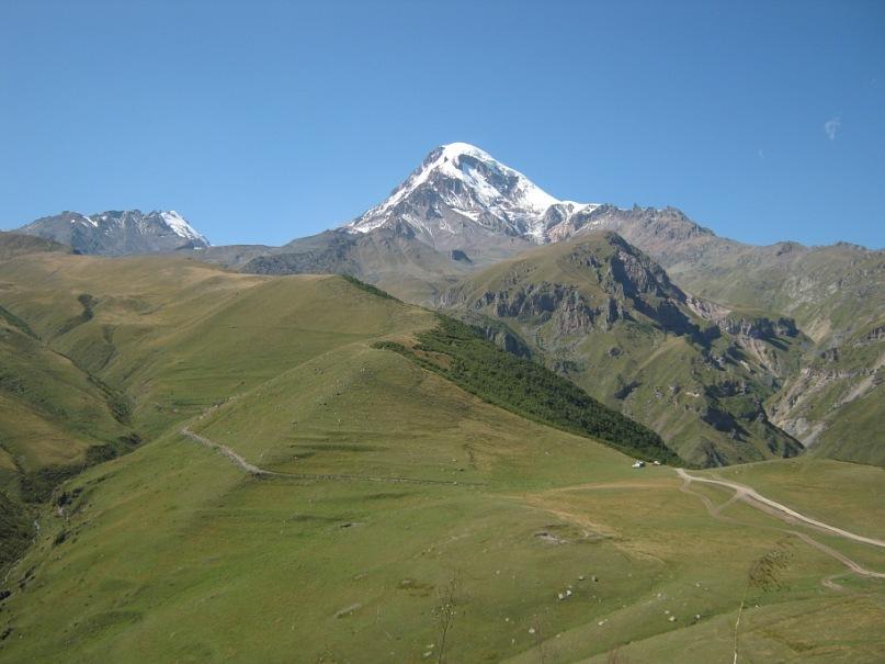 Вид на гору Казбек из церкви Гергети Тринити