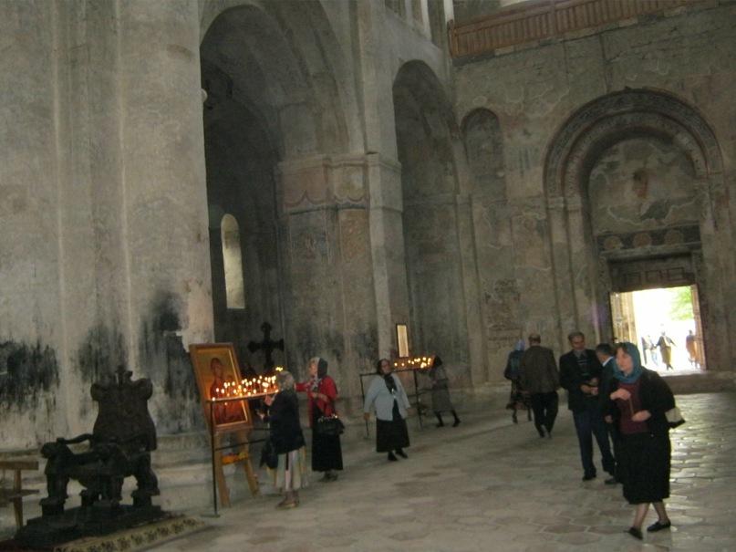 В церкви монастыря Алаверди в Грузии.