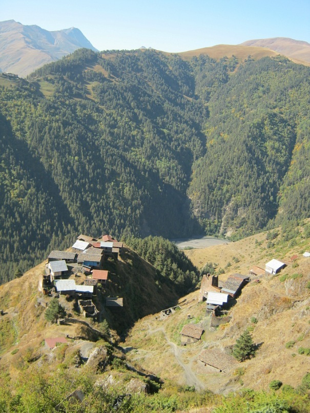 старинные башни в горах Тушетии