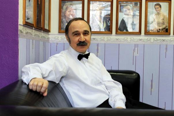Константин Мелихан, российский писатель, эстрадный исполнитель, карикатурист, теле и радиоведущий