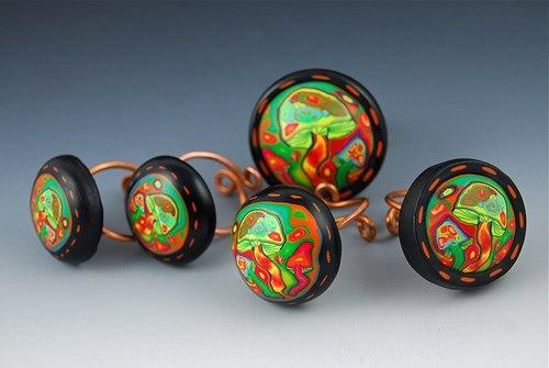 Сегодня вы узнаете, как сделать кольцо из пластики.  Для изготовления таких оригинальных колец можно использовать уже...