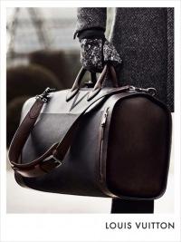 Рекламная кампания мужских сумок от Louis Vuitton осень/зима 2010-2011.