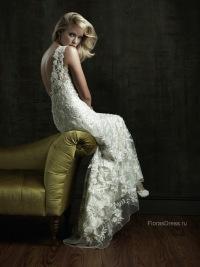 """Свадебное платье с V-образным вырезом.  Внутренний слой платья - """"футляра..."""