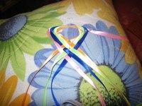 Как нужно плести фенечки из ленточек объемные (фото).  Круглая фенечка из ленточек - Фенечки из мулине.