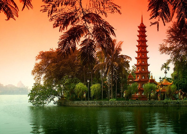 Вьетнам известен всему миру, как многострадальная страна, пережившая десятилетия войны под бомбежками и зенитными обстрелами