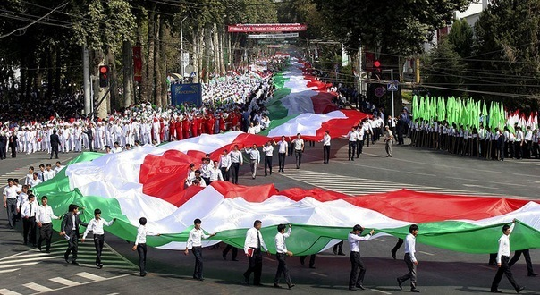 таджикский флаг