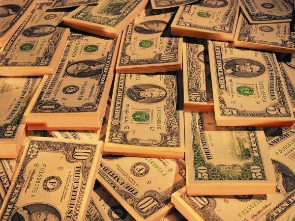 долари пачками
