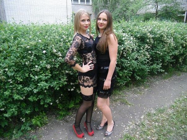...передача Малахова, тема была как раз про платья на выпускной.