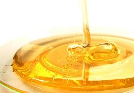Кроме того мед обладает противовоспалительным и бактерицидным действием.