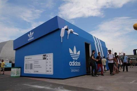 Магазин Adidas в Амстердаме.