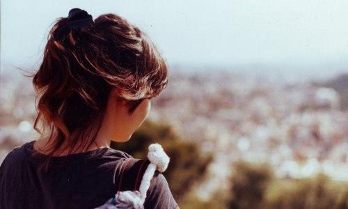 девушка на аву со спины в адидасе.
