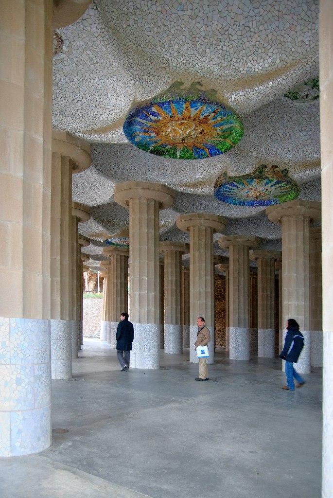 грот с мозаиками на потолке