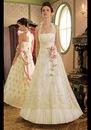 Нежное свадебное платье А-силуэта с юбкой из расшитого кружева...