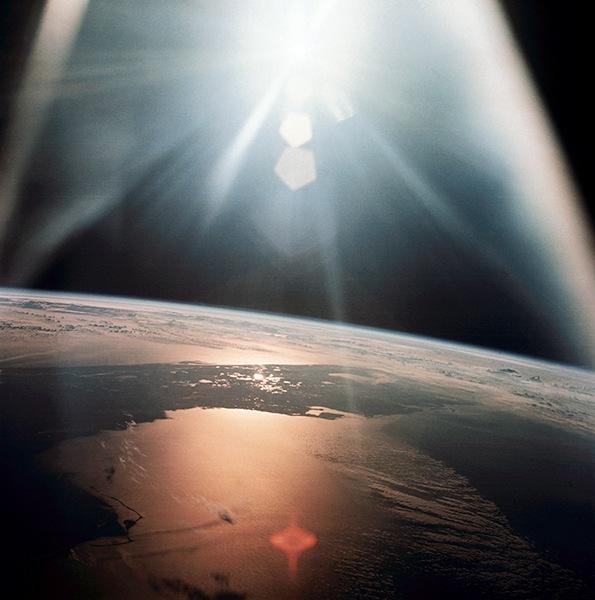 Плазменные шары (НЛО) были замечены после заката 6 мая 2019 к северо западу от Одессы, вспышки света и плазменные шары находились а 6 км от точки наблюдения.В начали были замечены странные всполохи света, яркий шар рассыпался на множество огоньков, в секунду они разделились и полетели в противоположные стороны, разлетевшись на 100 метров.Затем, на минуту огни погасли. Запись видео была остановлена, затем возник новый яркий шар на том же месте и запись видео была возобновлена. Это продолжалось свыше 10 минут.Самый важный момент, который подтверждает, что это неопознанный объект НЛО ( не самолёт, не дрон) , тот фрагмент, где появились много объектов из одного и стали отдалятся друг от друга, с этого началось видео , а сам фрагмент трижды поставлен на повтор.