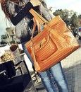 оптом Модная сумочка коричневого.