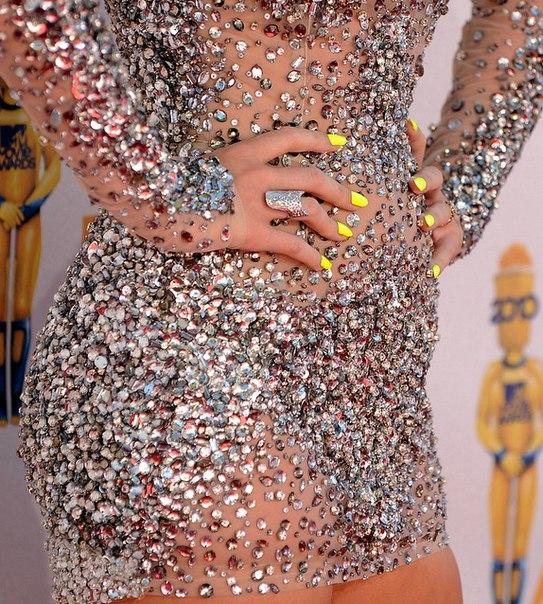 Платье в сваровских камнях