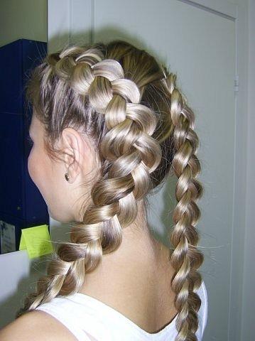 Вообще, плетение косы - это явление международное: почти во все.