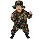 Даже на новогоднем карнавале можно увидеть мальчиков в костюмах солдата.