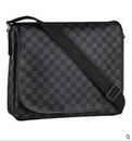 651 pxРазмер.  Молодежная сумка через плечо Louis Vuitton.