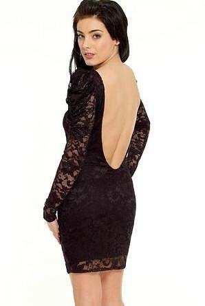 Ажурное платье с открытой спиной.