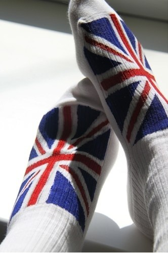 ...с изображением великобританского флага.  Порой увидишь...