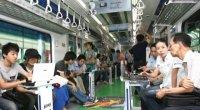 """В Сеульском метрополитене начал курсировать новый поезд  """"Sens e-train """", Samsung и Korea Telecom оборудовали его..."""