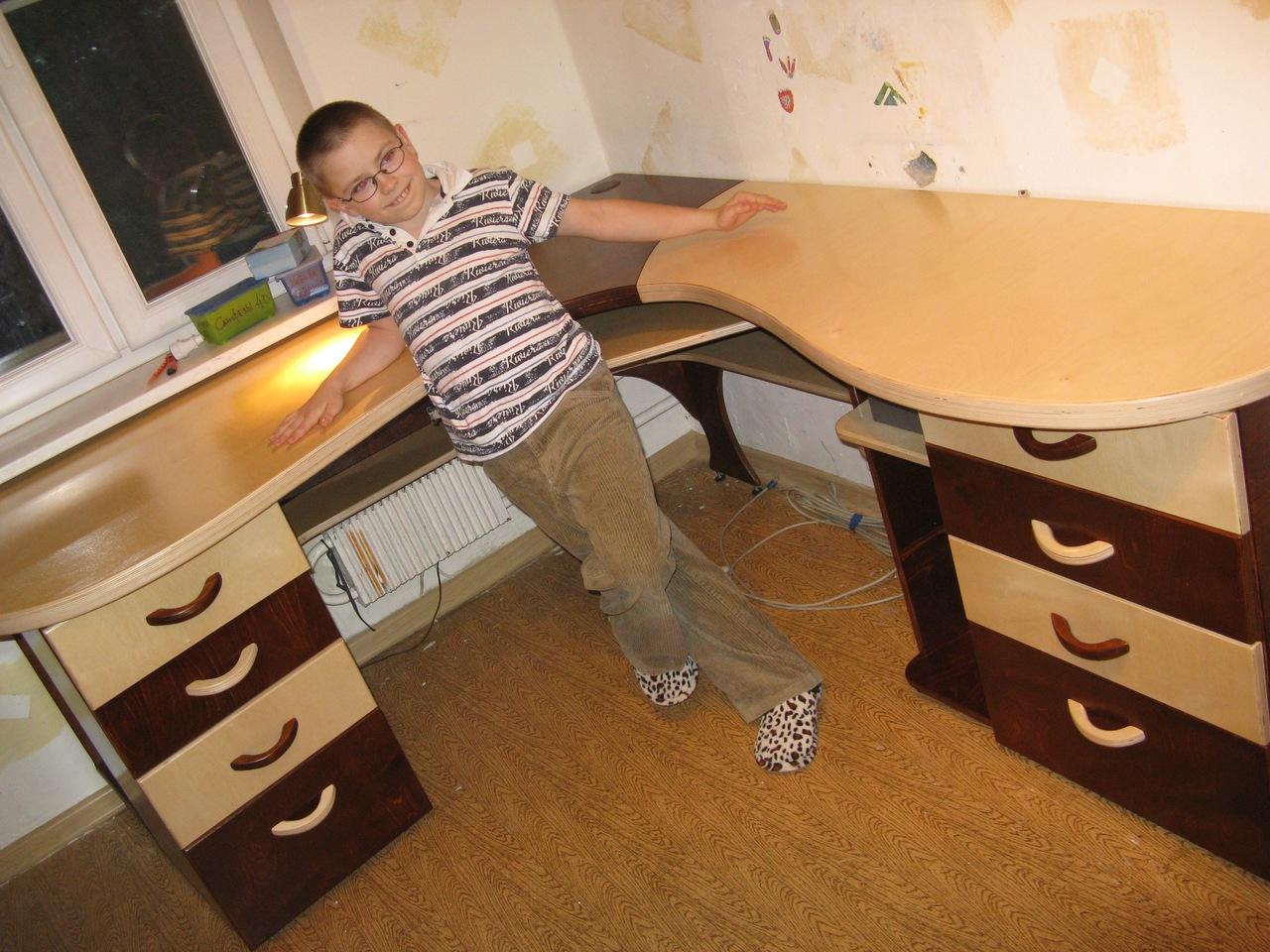 Письменный стол для двух детей своими руками 77