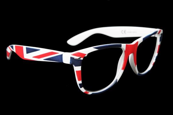 Очки с английским флагом; Брендовые мужские майки; Футболки с надписью...
