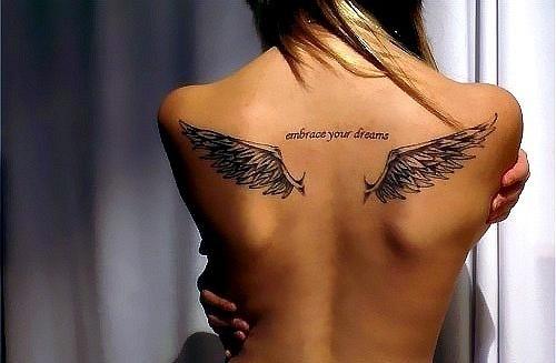 Тату с крыльями на спине