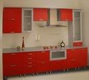 Кухня красная.