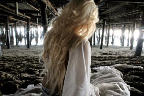Блондинки Фото девушек со спины Фото влюбленных со спины