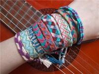 В последнее время плетение фенечек из ниток мулине очень популярное.