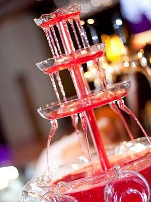 Удивите гостей фонтаном для напитков.