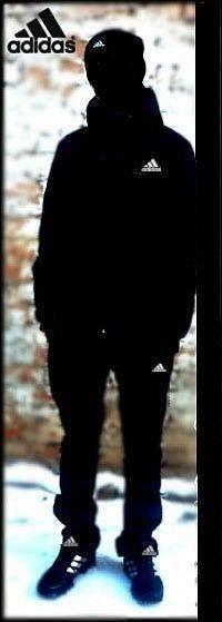 фото парень в адидасе