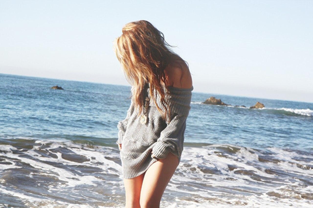Фото девушек без лица со спины на море